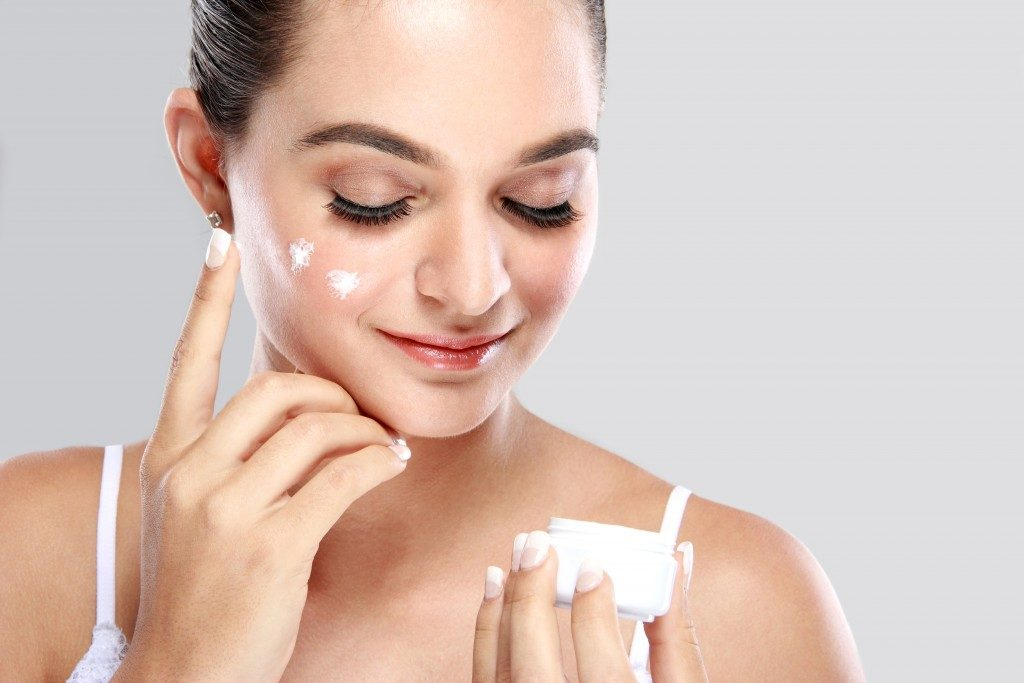 Moisturizer Use and Benefits