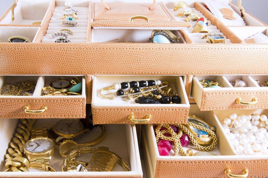 Jewelry storage cabinet