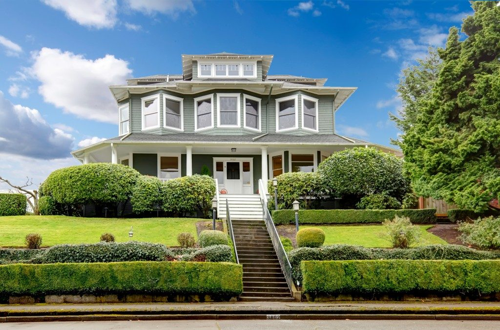 Classic american home with a huge curb