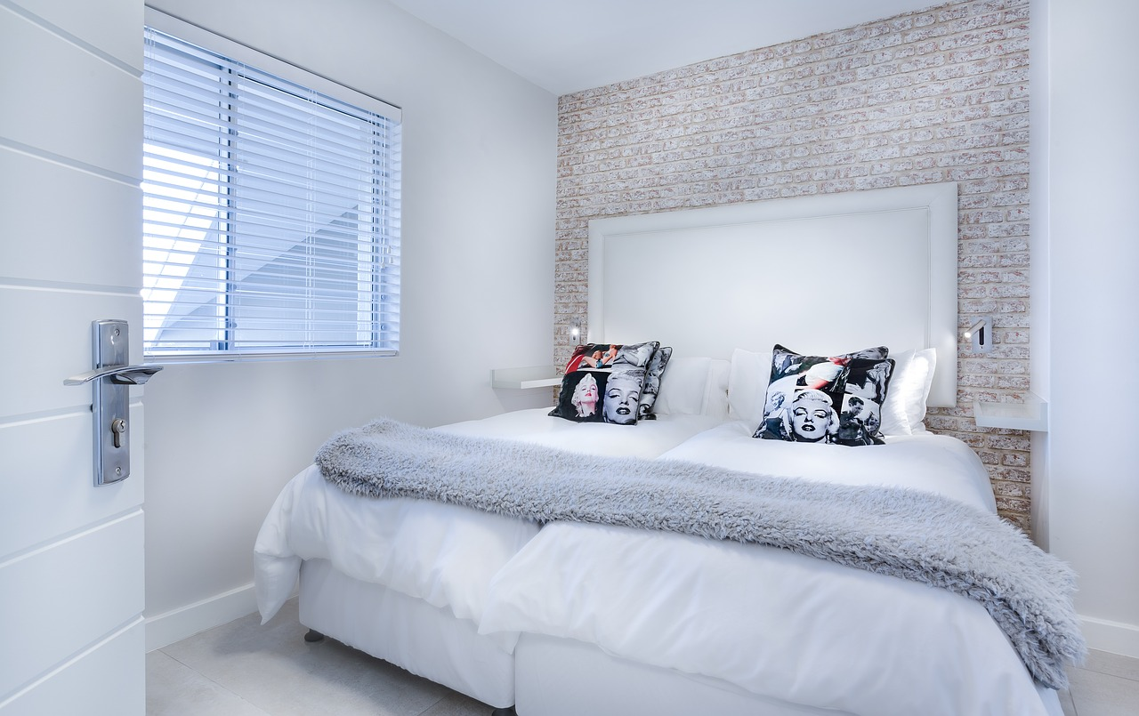 clean and minimalist room